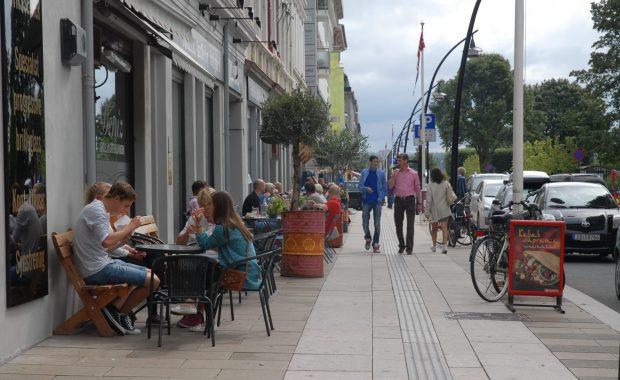 Kaféliv i Strandgata i Hamar.
